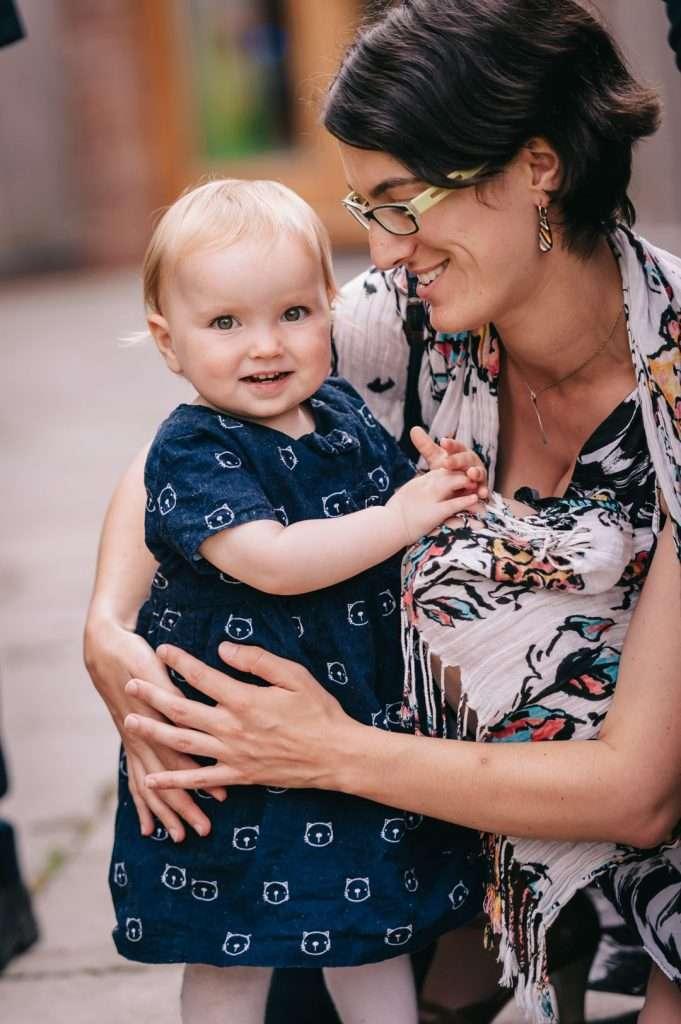 mum and child at wedding